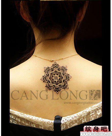 女生雪花后背纹身图案