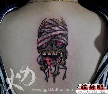 美女僵尸骷髅背部纹身图案