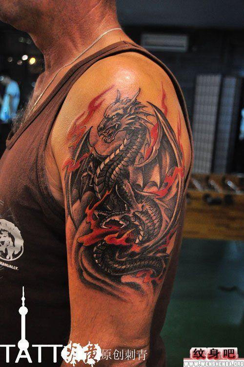 男生手臂龙纹身图图片