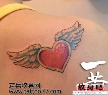 颈部翅膀纹身遮盖图