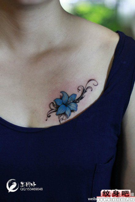 女生胸部纹身:唯美潮流的百合花图片