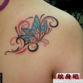 彩色蝴蝶肩部纹身图案