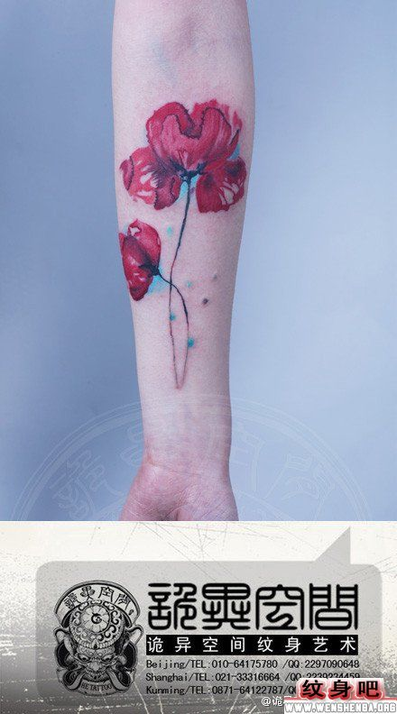 手臂漂亮彩色罂粟花纹身图案