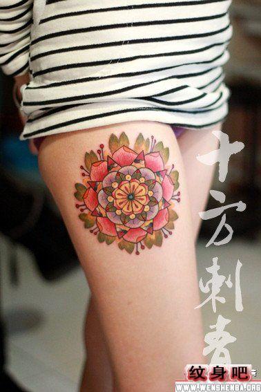 流行的的花卉腿部纹身