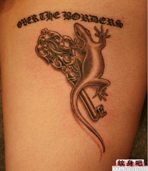 钥匙与壁虎纹身图案
